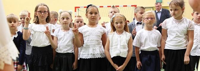 Uroczyste rozpoczęcie roku szkolnego w Szkole Podstawowej w Lubomi - Serwis informacyjny z Wodzisławia Śląskiego - naszwodzislaw.com