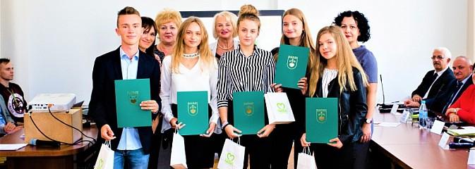 Burmistrz Radlina przyznał stypendia za wyniki w nauce - Serwis informacyjny z Wodzisławia Śląskiego - naszwodzislaw.com