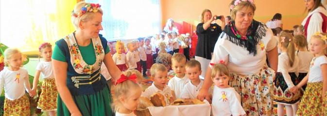 Przedszkolaki poznały tradycję dożynek - Serwis informacyjny z Wodzisławia Śląskiego - naszwodzislaw.com