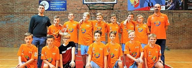 Udany początek sezonu w wykonaniu młodych koszykarzy MKS Wodzisław Śląski - Serwis informacyjny z Wodzisławia Śląskiego - naszwodzislaw.com