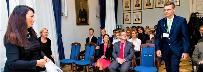 Przyznano nagrody i stypendia dla młodzieży powiatowych szkół - Serwis informacyjny z Wodzisławia Śląskiego - naszwodzislaw.com