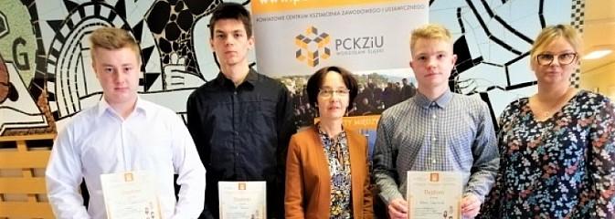 Językowe sukcesy uczniów PCKZiU - Serwis informacyjny z Wodzisławia Śląskiego - naszwodzislaw.com