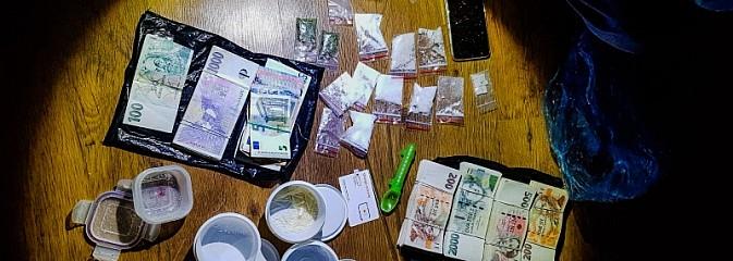 Policjanci zlikwidowali laboratorium do produkcji metamfetaminy [FOTO] - Serwis informacyjny z Wodzisławia Śląskiego - naszwodzislaw.com