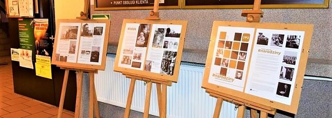 Setne urodziny Karola Wojtyły. Specjalna wystawa w holu UG Mszana - Serwis informacyjny z Wodzisławia Śląskiego - naszwodzislaw.com