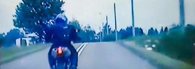 Motocyklista z bronią maszynową uciekał przed policją [WIDEO] - Serwis informacyjny z Wodzisławia Śląskiego - naszwodzislaw.com