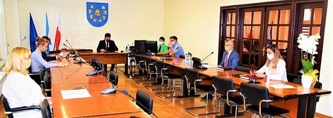 Firmy zamknięte z powodu COVID-19 zwolnione z podatku - Serwis informacyjny z Wodzisławia Śląskiego - naszwodzislaw.com