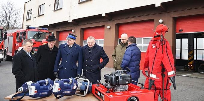 Strażacy z nowym sprzętem